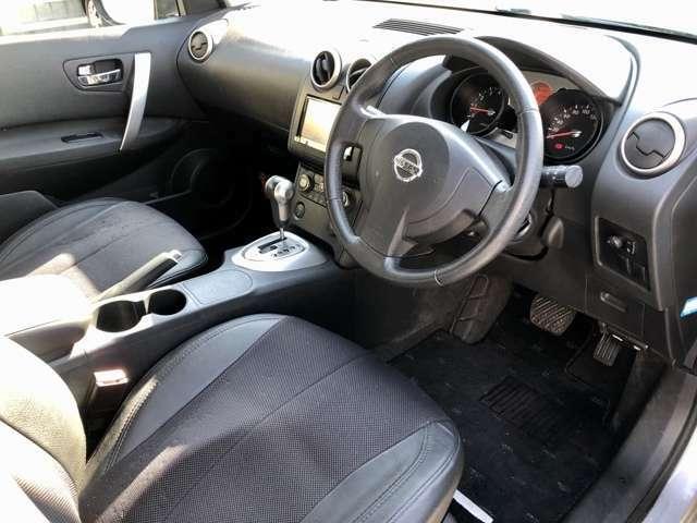 【フロントシート】膝回りにスペースがあり、ゆったりお乗り頂けます