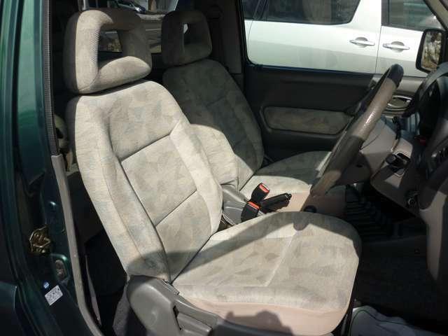 内装クリーニング済みの綺麗なフロントシートです!!