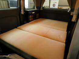 ベッドサイズ 180cm×120cm 大人2名程度就寝可能です!