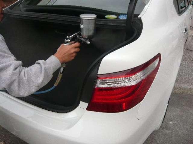Bプラン画像:気になるタバコの臭いを分解・消臭. 気になるエアコンのカビ臭を分解・消臭し抗菌作用で車内をいつも清潔に保ちます。 帯電防止効果でほこりを寄せ付けにくく車内をクリーンに保ちます。