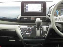 クッキリ綺麗なフルセグTV!簡単操作の純正メモリーナビで知らない道でも安心です☆SD&USBオーディオ対応♪(MJ120D-W)。タッチパネル式のオートエアコンで車内もずっと快適です♪