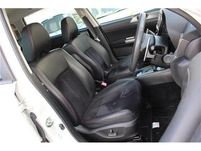 運転席・助手席の写真です☆ハーフレザーシートです!!