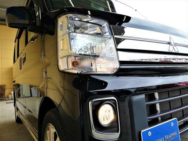 HIDヘッドライト、フォグライトを装備