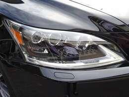 オプションの三眼LEDヘッドライト搭載車です!