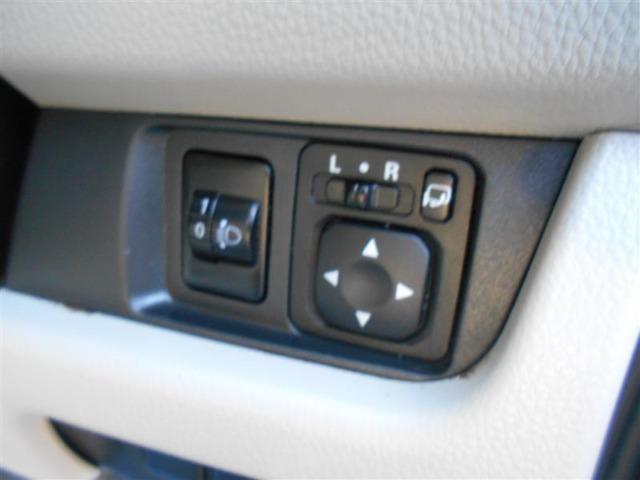 【電動格納ドアミラー】 駐車後にボタン一つでドアミラーが畳めます。当たり前になりつつありますが、付いてないと意外に不便な機能です!