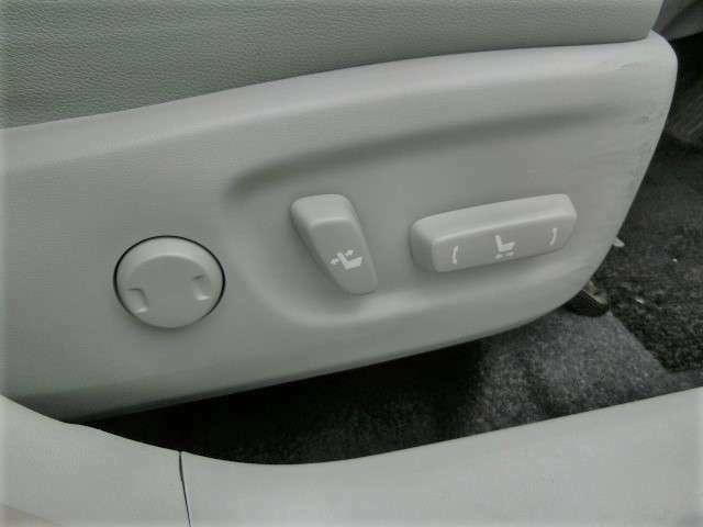 運転席パワーシート!座席調整も電動で楽々です♪