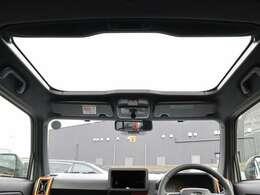 【 スカイフィールトップ 】全グレード標準搭載のスカイフィールトップ!優れた開放感で車内にいながらもパノラマ感のある景色を楽しめます!紫外線&赤外線カット機能や開閉可能なシェードも魅力的です♪