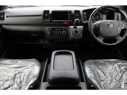 運転席、助手席エアバッグ付き!インテリアは全体的に黒で統一されています!