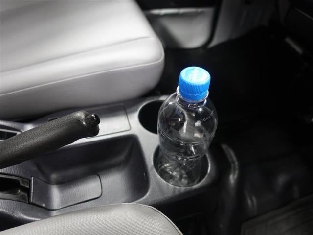 使いやすい位置にあるカップホルダー
