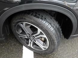 17インチアルミホイールタイヤは215/55R17ラジアルタイヤになります。