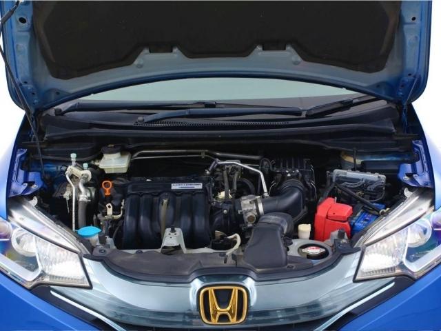 排気量は1500cc+ハイブリットとなっております。燃費も良く、パワーも必要十分ありますので日常生活で使用するには申し分ないです。自動車税も年間で約35000円なので経済的でございます。