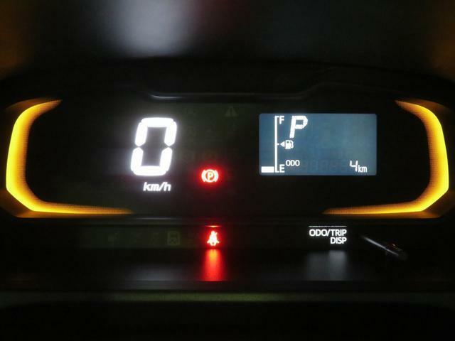 自発光式デジタルメーター。実走距離4km。エコドライブアシスト照明付きです