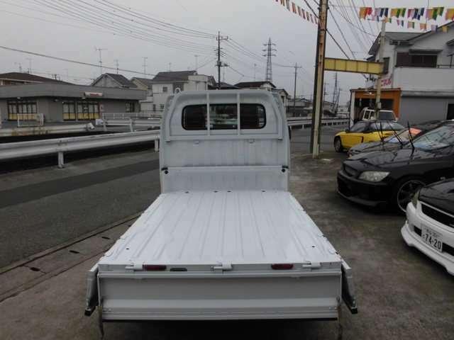 便利な三方開トラック。