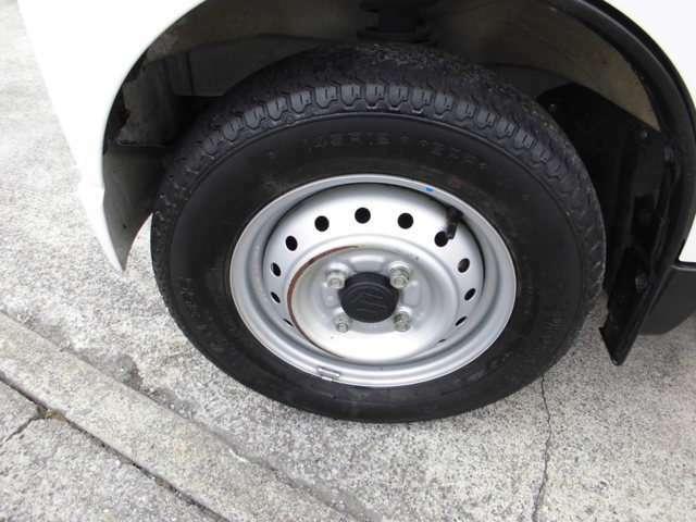 純正タイヤ。