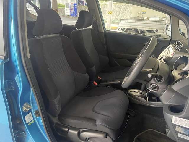 【運転席】運転の疲れを軽減する心地良いシートはデザインも両立♪