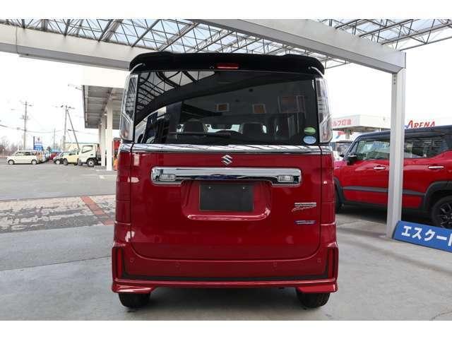 リアバンパーに内蔵した4っの超音波センサーで車両後方にある障害物を検知、透明なガラスも検知できコンビニの駐車場などでの衝突回避をサポート
