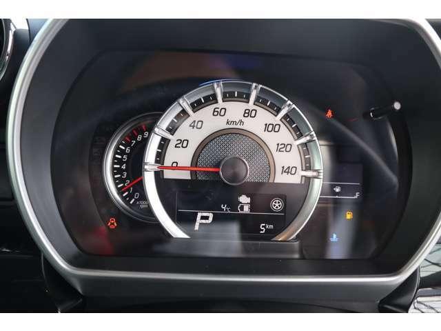 燃費など多彩な情報でドライブをサポートする、マルチインフォメーションディスプレー
