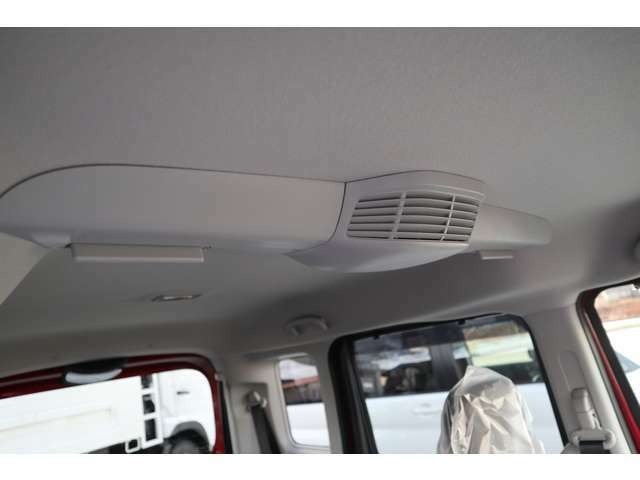 スリムサーキュレーターを装備、室内の温度を効率よく循環させて温度の隔たりを解消します。