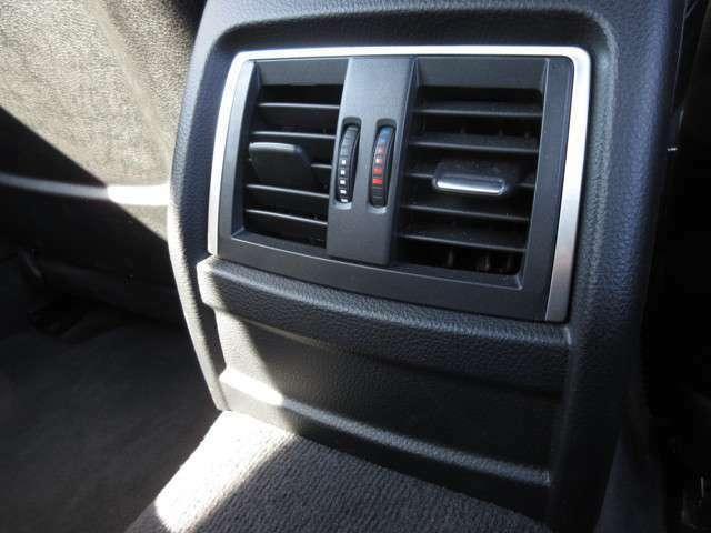 後席のエアコンも装備しています。