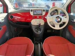 イタリア車特有のオシャレな内装になっております!