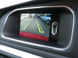 ◆便利なバックビューカメラを装備し、ステアリング舵角に合わせたガイドライン表示もおこないます。駐車が苦手な方でも安心していただける装備です。