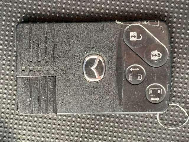 アドバンストキー付きで便利です!スマートカードタイプで持ち運びも楽チン!鍵を挿さずにエンジン始動出来ます!一度使えばクセになりますよ!