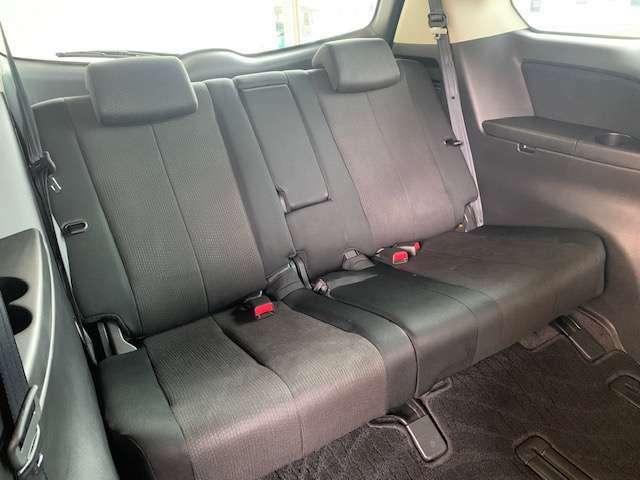 3列シートの最後席も足元に余裕があり快適です!
