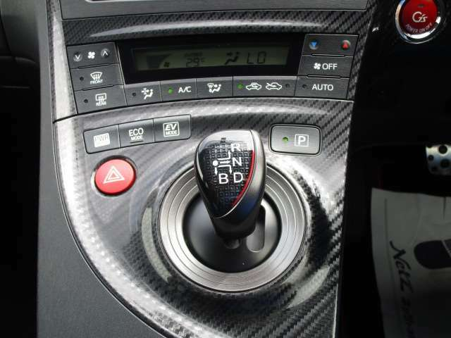 無段変速が魅力のCVT車です。発進から加速までアクセルを一定にして走ることで滑らかに走ります。車内も静かで振動もごくわずか!!CVT車もATの一種なので、もちろんAT限定免許で運転OKです!