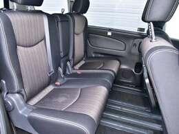 2列目座席です。脚を組めるくらいの余裕があります。