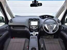 運転席からの視界は良く女性の方でも安心して運転していただけます。