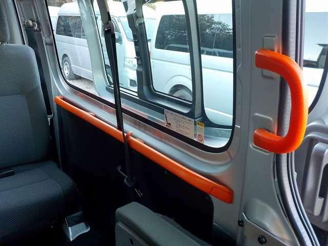 車内には利用者さんのために、沢山の手すりが設置されています!
