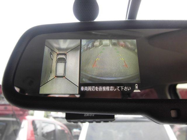 アラウンドビューモニターがついてます。バック時に車両上方から見下ろしたような映像として表示され、路面の確認を出来る仕組みとなっています。