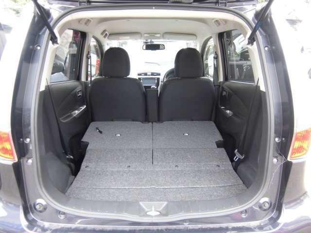 後部座席を畳む事により収納スペースも広くとれるので、大きな荷物を持って移動するアクティブなお客様にもオススメです。