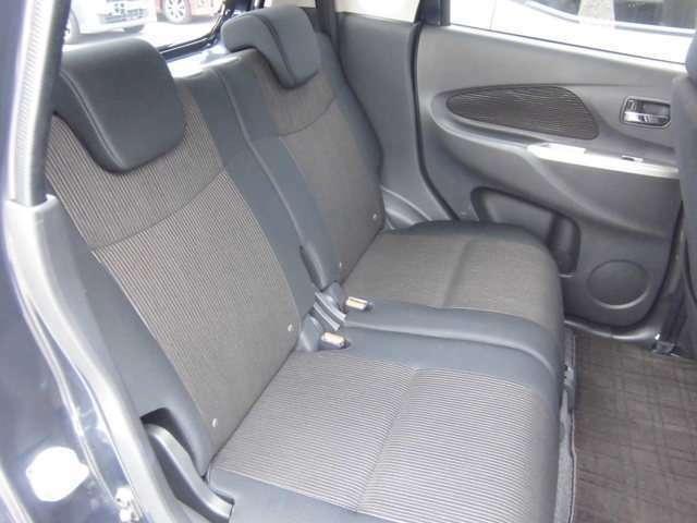 後部座席も広くてゆったり座れてドライブも快適です。