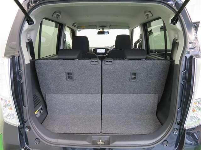 後席シートを倒すことで、より広くラゲッジスペースをお使いいただけます♪