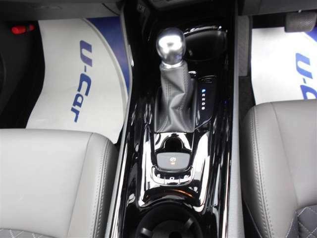 電動サイドブレーキ、ブレーキホールド機能で楽々