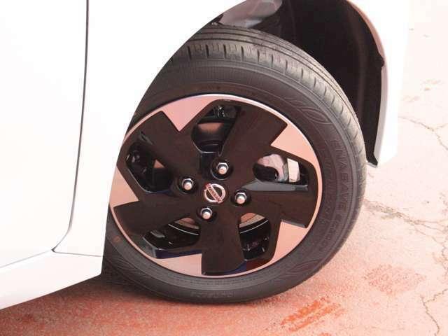 タイヤサイズは155/65R14です♪日産純正アルミ付き♪