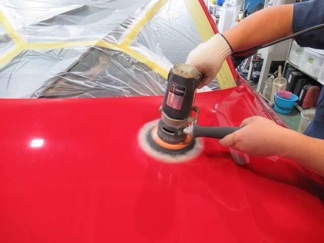 Bプラン画像:当店でご成約を頂きました車両は、最低限のボディー研磨を行い線傷等を落とした後にご納車させていただいております!※コーティング施工のご依頼を頂いた際の磨きとは異なります。