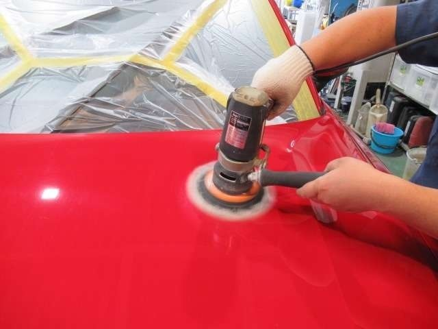 Aプラン画像:当店でご成約を頂きました車両は、最低限のボディー研磨を行い線傷等を落とした後にご納車させていただいております!※コーティング施工のご依頼を頂いた際の磨きとは異なります。