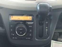 こちらのお車は温度調節がカンタンにできるオートエアコンもついてます!