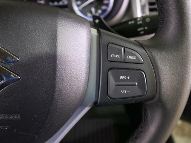 クルーズコントロールは長距離運転などの疲労を軽減します。