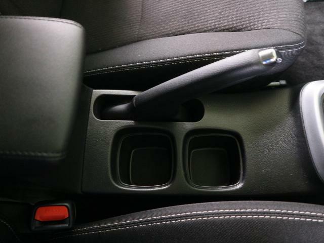 運転席専用のドリンクホルダーもあります。