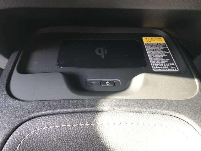 スマホの置くだけ充電つき。機種によっては充電できないものもございます。