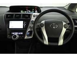 視線移動を少なくするため、メーターをセンターに配置。 デジタル表示でとても見やすく、安全運転のお役に立ちます。