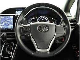 ステアリングスイッチではオーディオ・エアコン操作が可能です。運転中のご利用は十分にご注意ください。