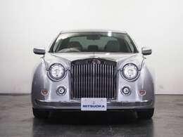 英国車のロールス・ロイス・シルヴァークラウドIIをモチーフとし、ノーズ部分とテール部分を職人のハンドメイドで製作したパイクカ-