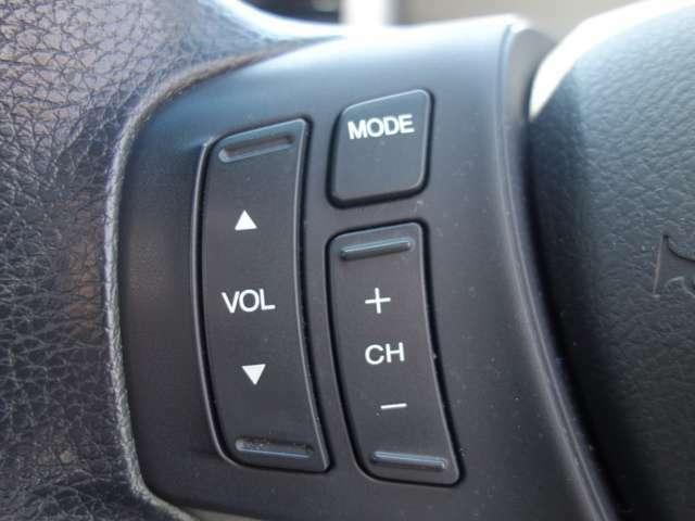 【ステアリングリモコン】ステアリングリモコン装備されています。ステアリングにオーディオ調節可能なスイッチが装備されていますので運転中でも視線をそらさずにオーディオの調節が可能です!