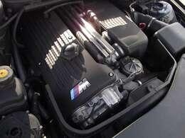 畏怖の直6エンジンです。27年9月ARCクライマックスピロ車高調アッパーマウント左右とブーメランアーム左右アッシー新品交換済みで15万円ほどかかりました♪
