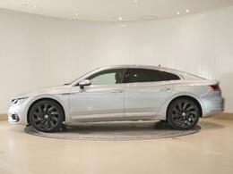 流麗かつダイナミックなファストバックデザインは、セダンの快適性、ステーションワゴンの機能性、クーペのスタイリッシュさを兼ね備えています。