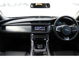 グローブボックスクーラー、電動ドライバーズシート(ランバーサポート付き